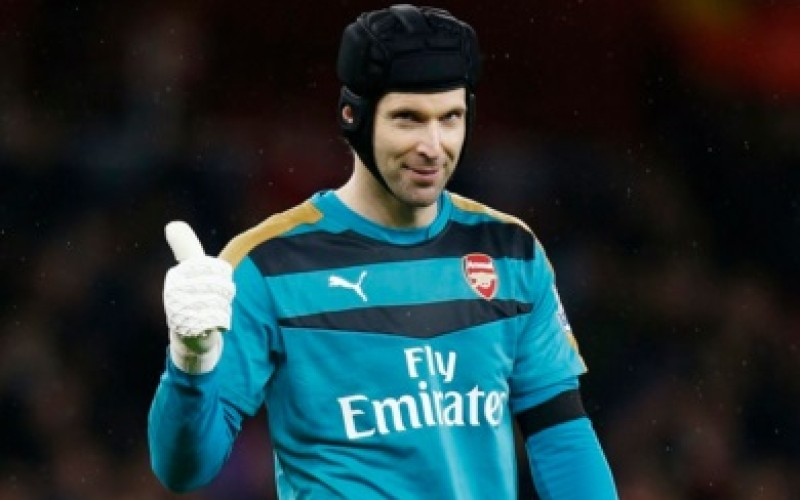 Arsenal return to the top after draw
