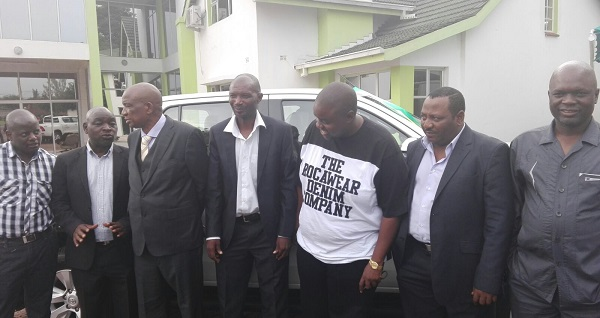 Wicknell and ZIFA hand over vehicle to Pasuwa