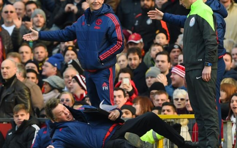 World reacts to hilarious Van Gaal dive