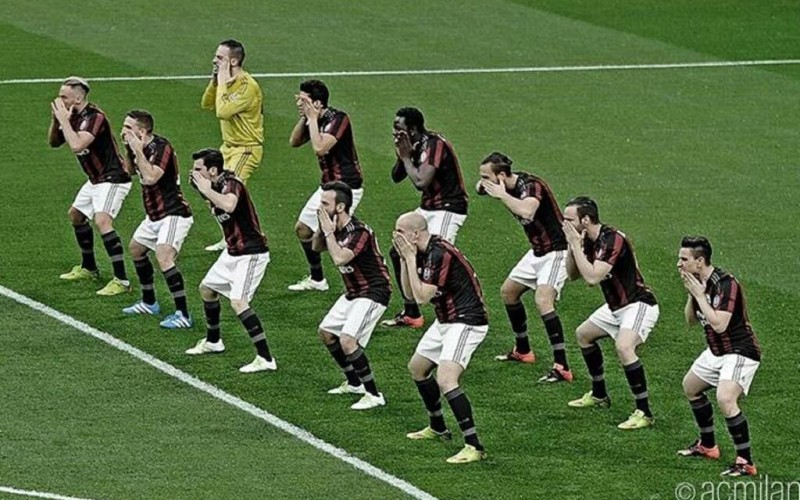 Video: AC Milan bizarrely perform the New Zealand rugby team's HAKA before match