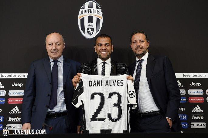 Juventus confirm signing of former Barcelona defender Dani Alves