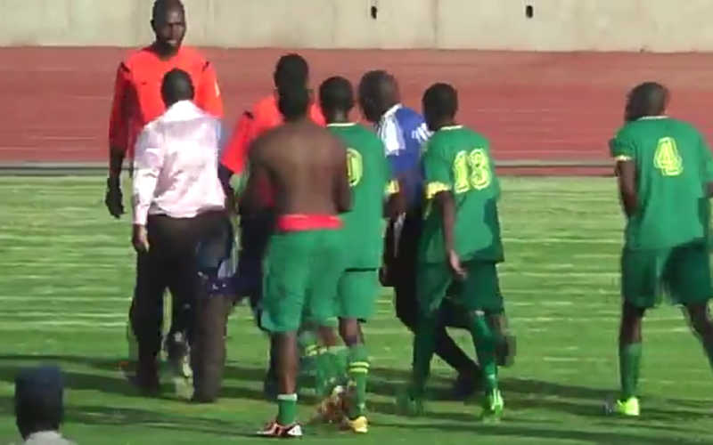 Video: Ntabazinduna players go for referee!